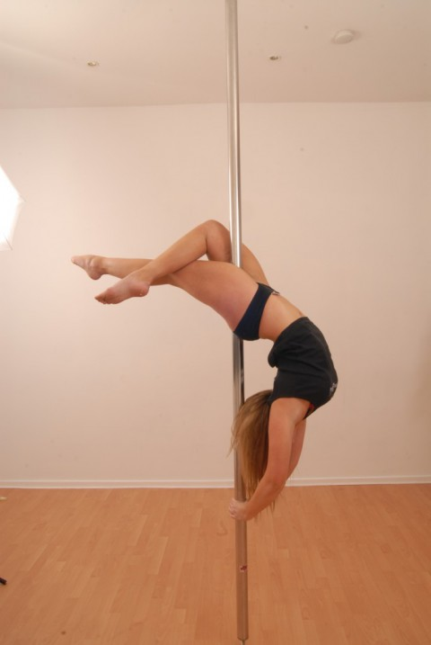 Pole Move (Half Moon)