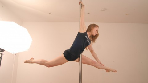 Pole Move (Aerial Split)